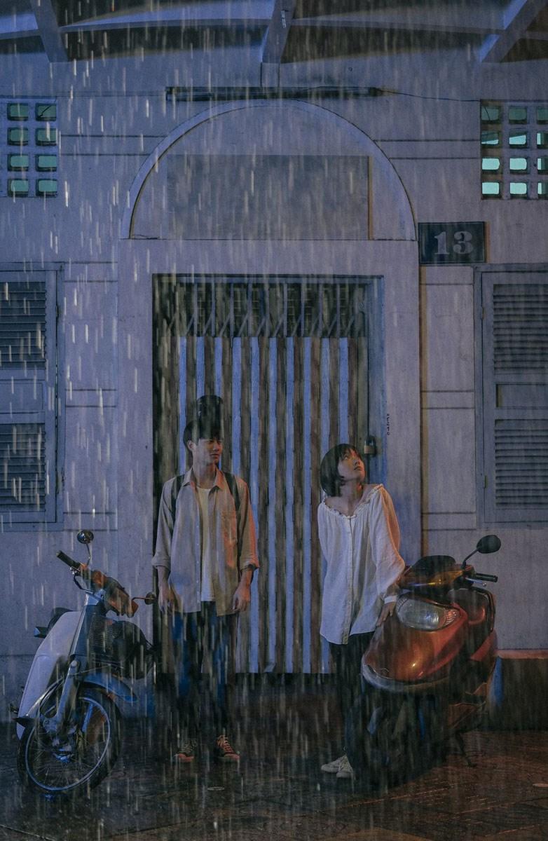 Giữa Sài Gòn bận rộn hối hả, bộ phim dành cho đôi trẻ những khoảng không gian riêng tư để họ tình tự, âu yếm.