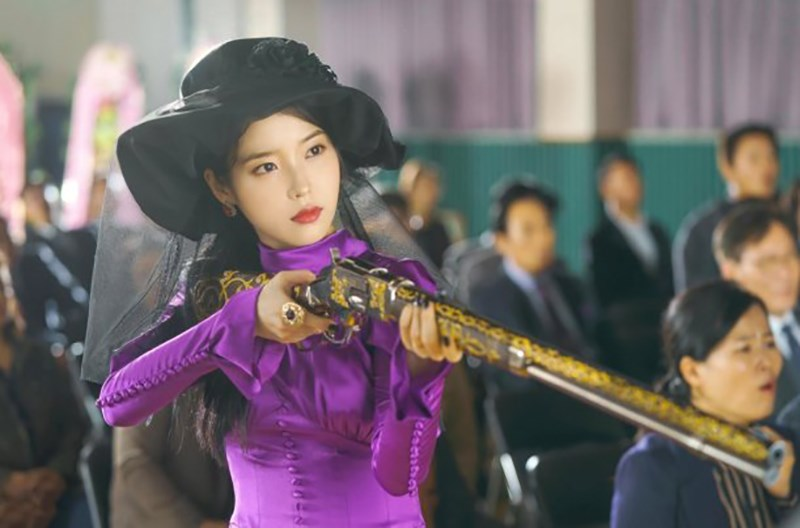 IU siêu thần thái trong Khách Sạn Ánh Trăng phim Hàn Quốc hay nhất về tình yêu