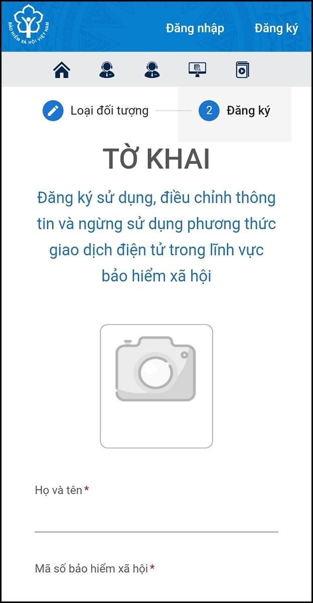 Điền thông tin cá nhân và chụp ảnh CMND/CCCD