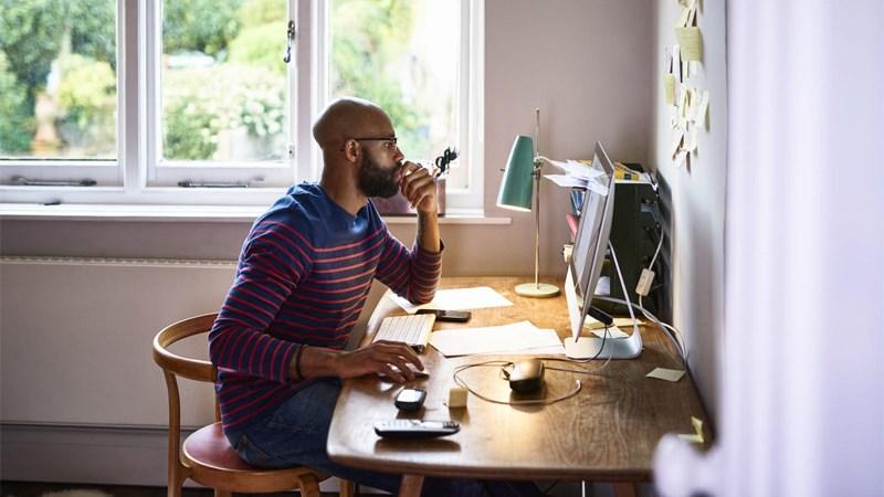 Khi ở nhà người làm việc có thể tự do tạo dựng linh hoạt môi trường làm việc mà mình yêu thích