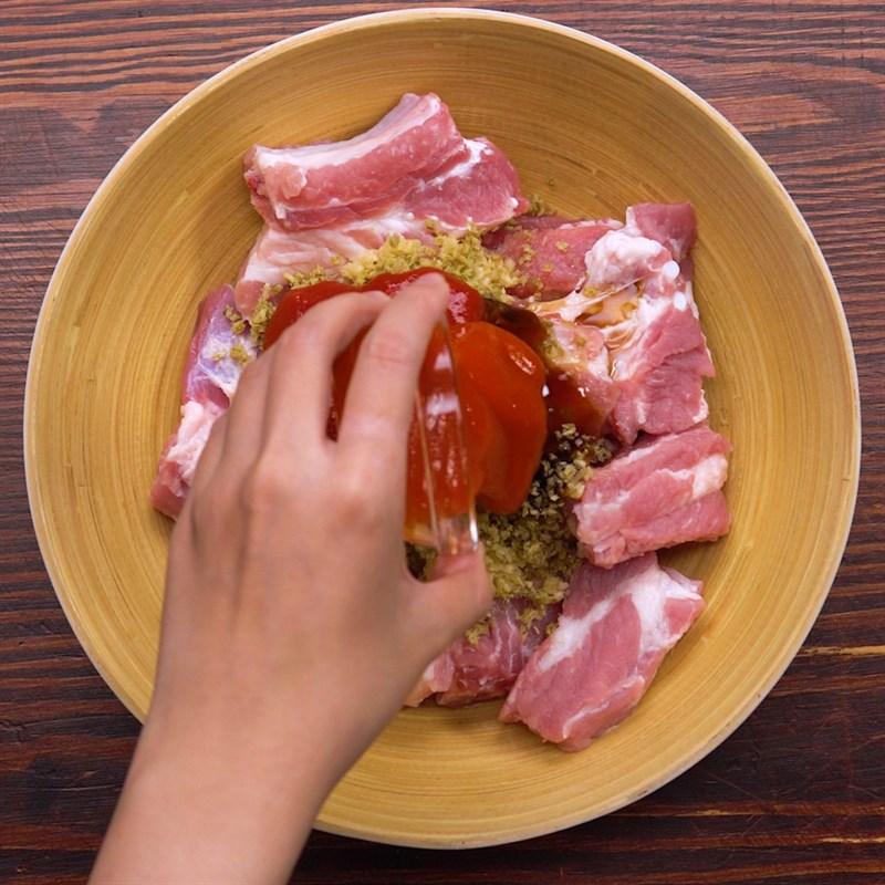 Bước 1 Ướp sườn Sườn nướng khoai tây