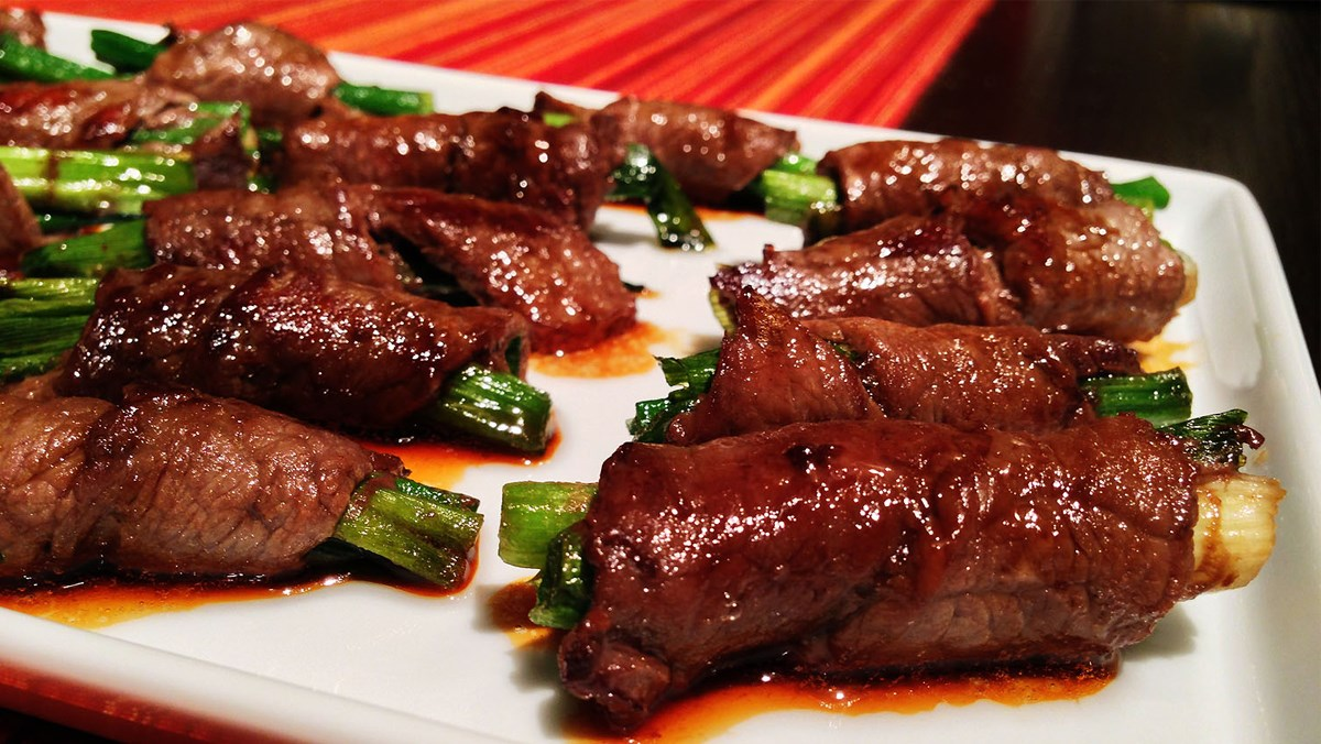 3 cách nướng thịt bò cuộn hành, thịt bò cuộn phô mai, thịt bò sốt trứng muối
