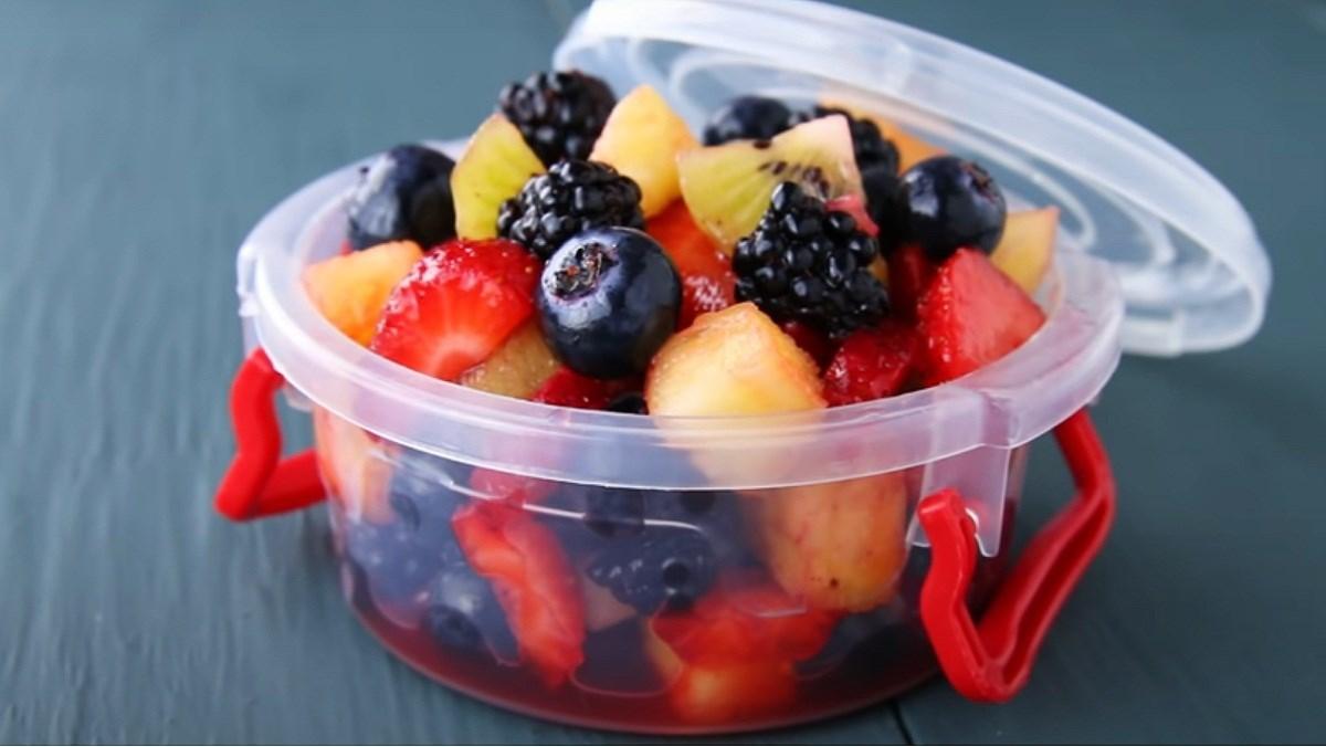 Salad hoa quả họ Berry sốt chanh