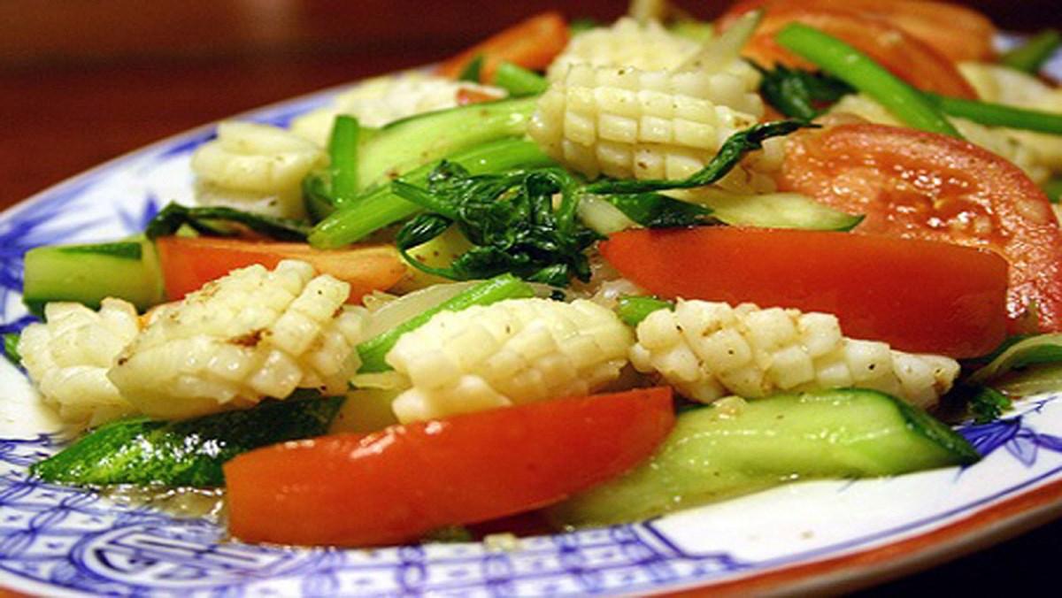 2 cách làm món mực xào với rau củ giòn ngọt, ai cũng làm được