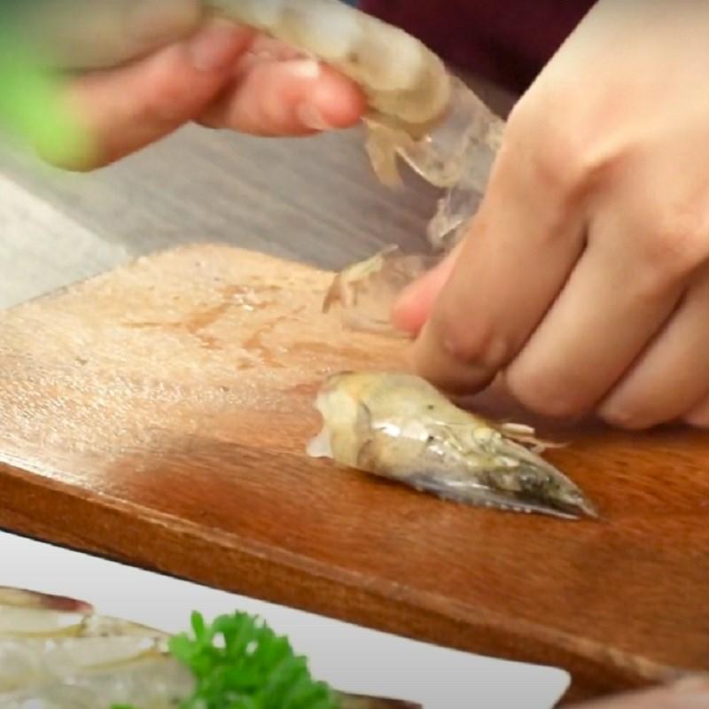 Bước 1 Sơ chế và ướp tôm ba rọi xông khói cuộn tôm nướng