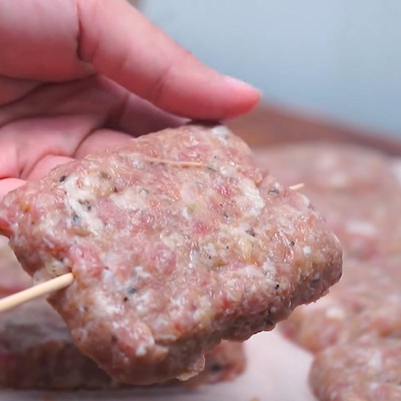 Bước 4 Nướng thịt Thịt xiên nướng phô mai kiểu Thái