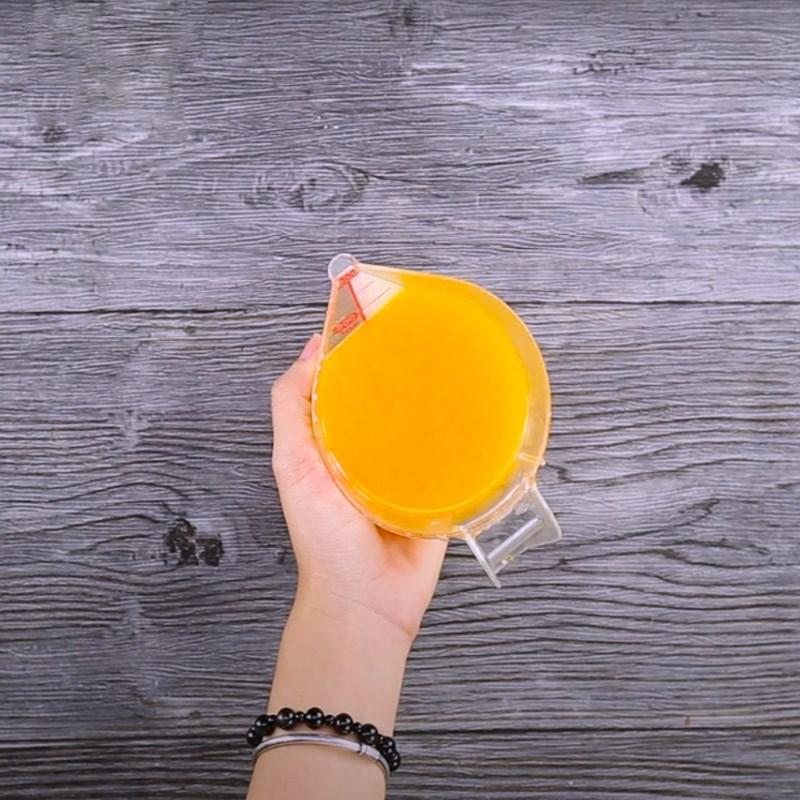 Bước 2 Pha nước cam và trà Trà đào cam sả