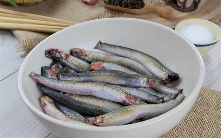Bước 1 Sơ chế nguyên liệu Cá kèo nướng sa tế
