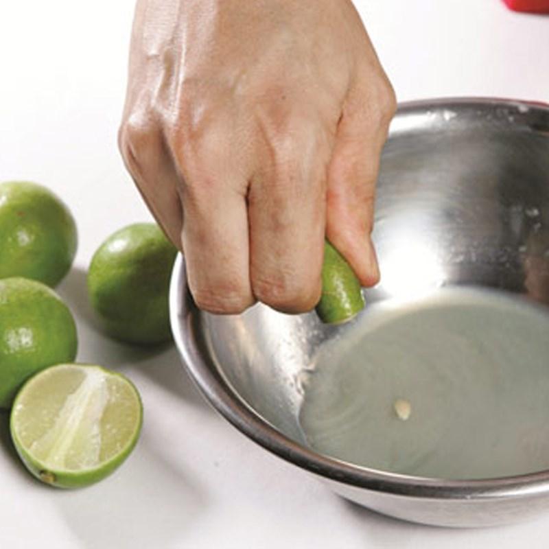 Bước 1 Sơ chế nguyên liệu Nước chấm bánh xèo