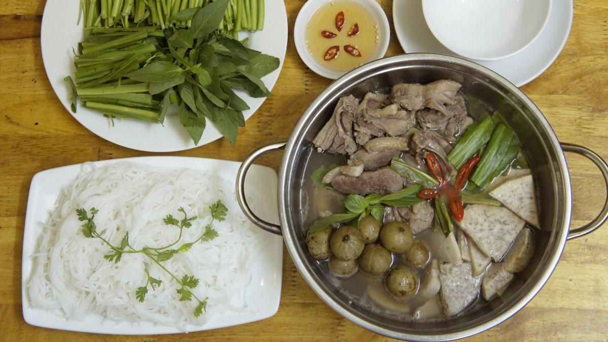Hướng dẫn chi tiết cách nấu vịt om sấu đặc sản Hà Nội thơm ngon dễ làm