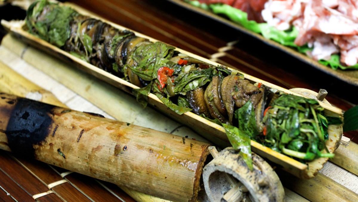 Lươn nướng ống tre và lá chuối