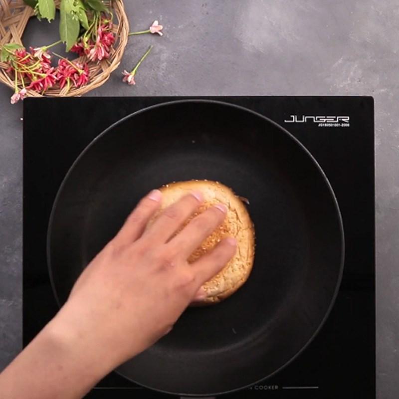Bước 3 Cho nhân lên vỏ bánh Burger nướng chà bông mỡ hành