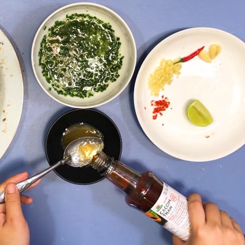 Bước 4 Làm nước mắm Cá saba nướng giấy bạc mỡ hành