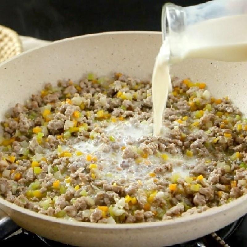 Bước 3 Làm nước sốt bò bằm cà chua Nui đút lò phô mai sốt bò bằm