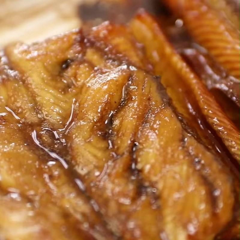 Bước 4 Phết sốt và nướng lần 2 Cơm lươn Nhật Bản nướng sốt teriyaki
