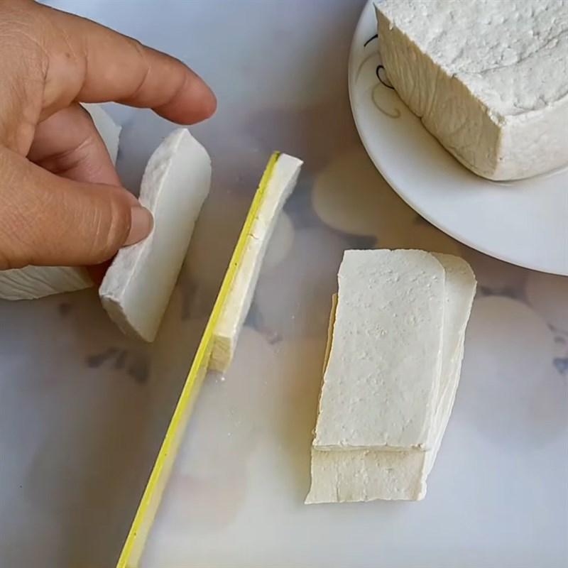 Bước 1 Sơ chế nguyên liệu Đậu hũ cuộn nấm kim châm nướng