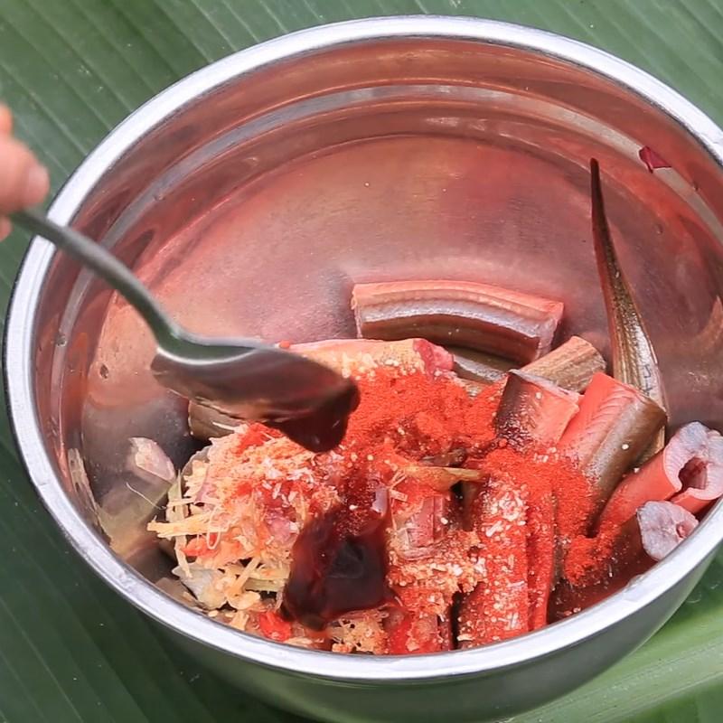 Bước 3 Ướp lươn Lươn nướng sa tế