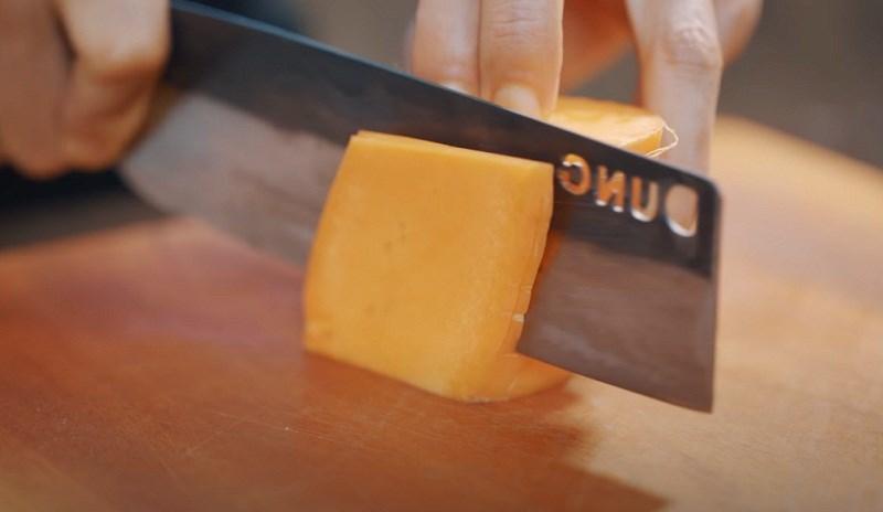 cắt miếng cà rốt hình thoi
