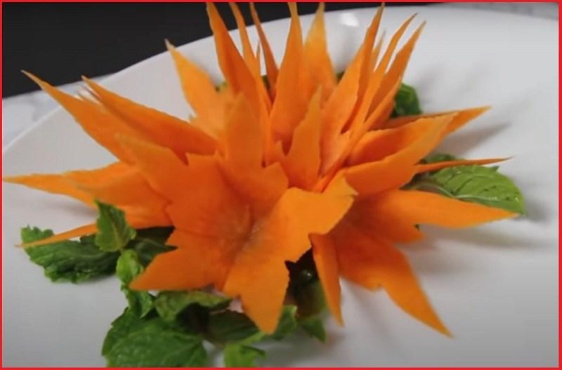 trang trí đĩa thức ăn bằng bông hoa ly cà rốt