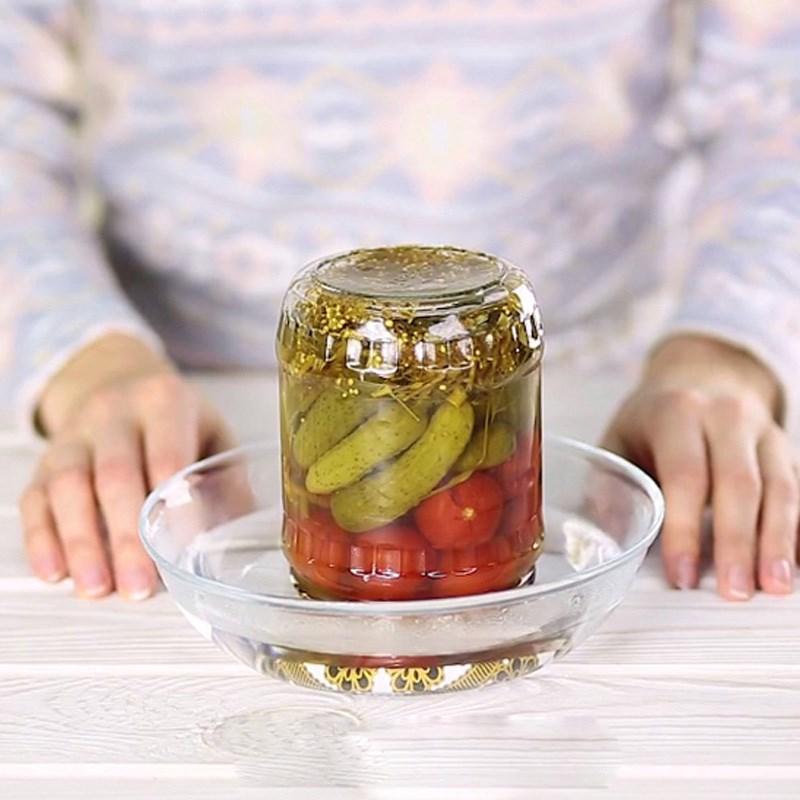 Ngâm nắp hộp trong nước nóng từ 1-2 phút và mở bình thường.