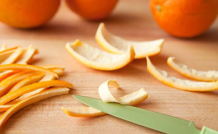 Đốt vài miếng vỏ cam hoặc quýt phơi khô