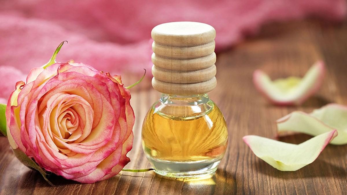 5 tác dụng cả tinh dầu hoa hồng và cách làm