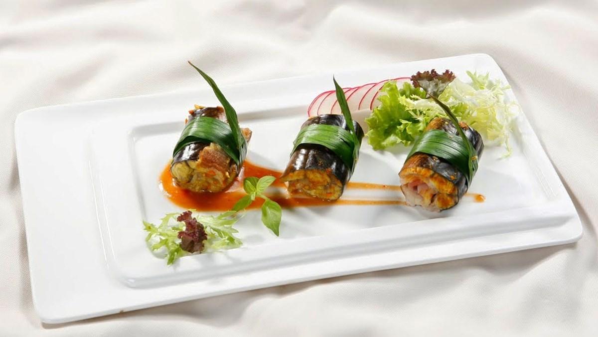 Lươn nướng thịt xông khói cuộn lá dứa