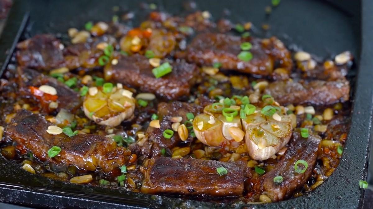 Thịt bò nướng đá