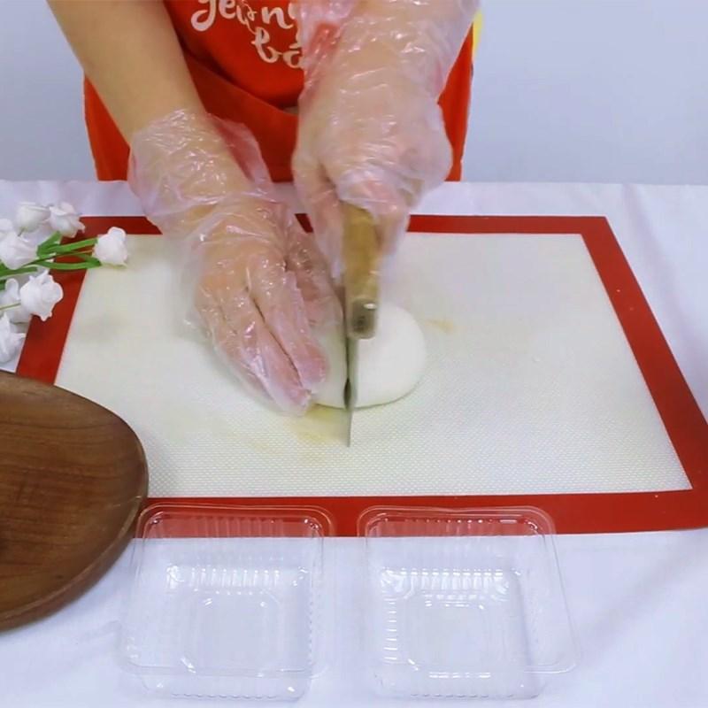 Bước 3 Bọc bánh Bánh trung thu dẻo nhân cốm