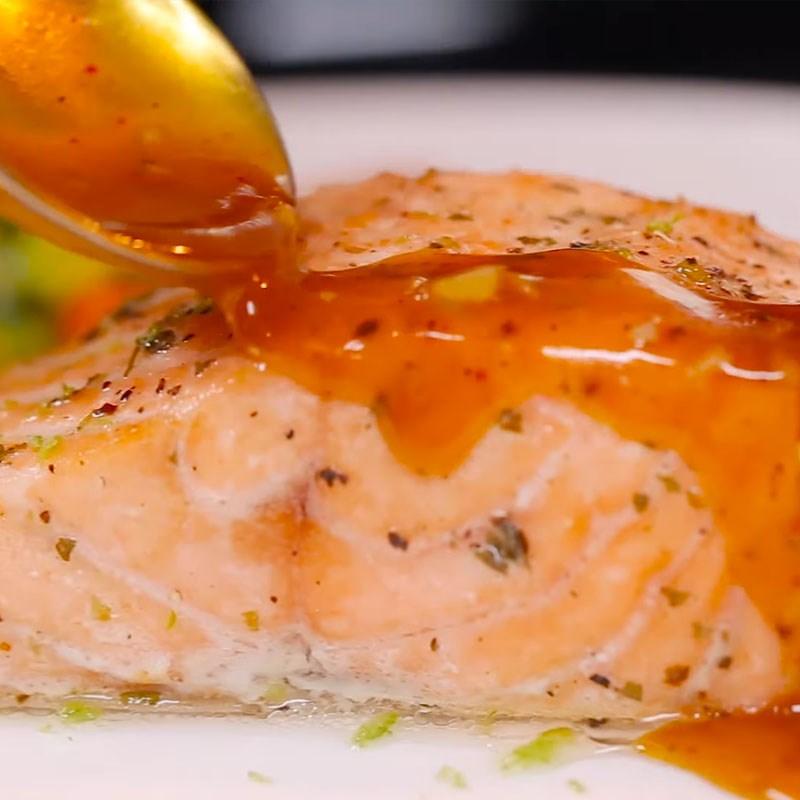 Bước 4 Hoàn thành Cá hồi nướng sốt bơ chanh