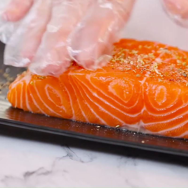 Bước 1 Sơ chế và ướp cá hồi Cá hồi nướng sốt bơ chanh