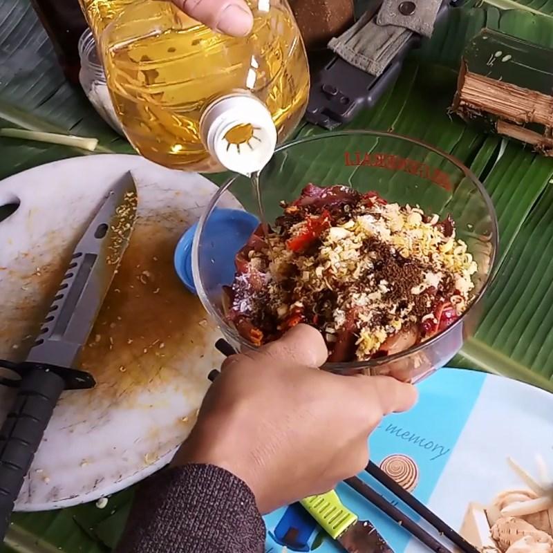 Bước 2 Ướp lươn Lươn nướng ống tre và lá chuối