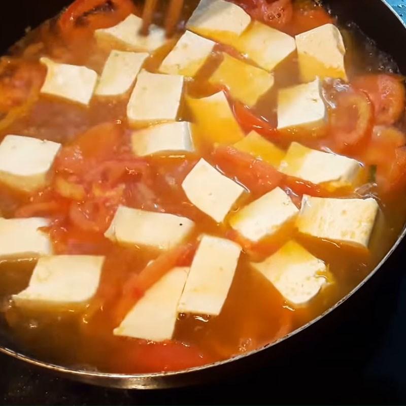 Bước 3 Nấu canh cà chua đậu phụ Canh cà chua trứng đậu phụ
