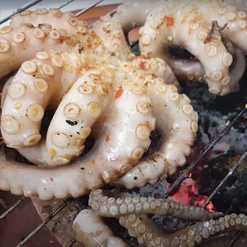 Bước 3 Nướng bạch tuộc Bạch tuộc nướng muối ớt