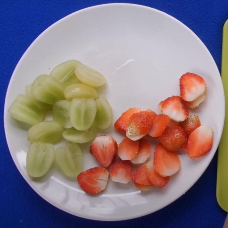 Bước 1 Sơ chế trái cây và phô mai Pizza trái cây