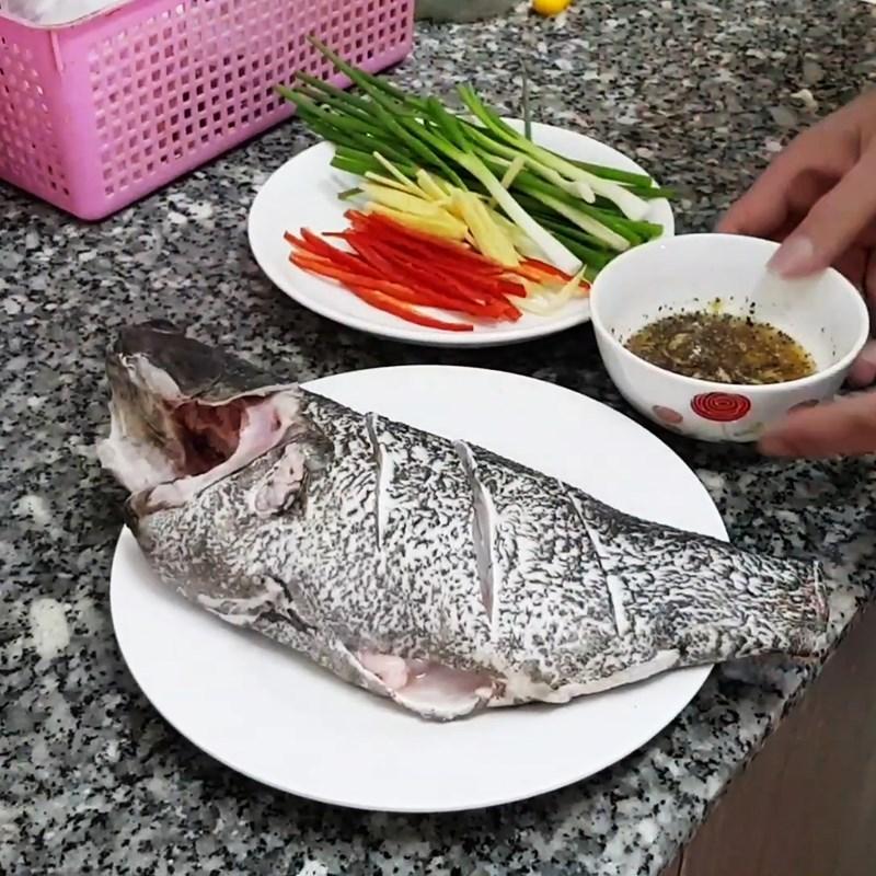 Bước 2 Sơ chế cá Cá mú hấp xì dầu