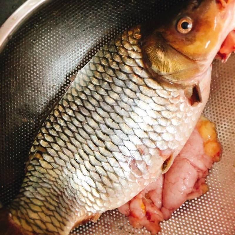 Bước 1 Sơ chế cá chép Cá chép kho riềng