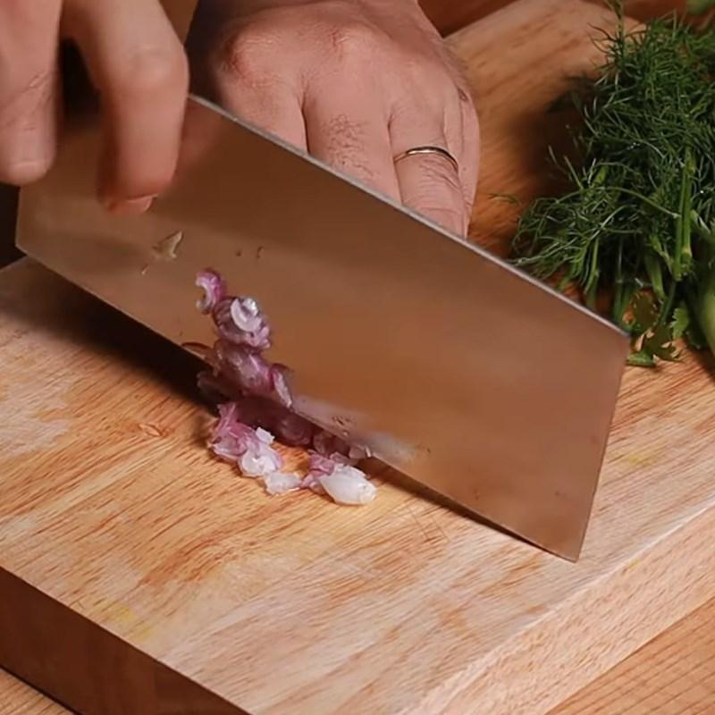 Bước 2 Sơ chế các nguyên liệu khác Canh dưa chua sườn heo