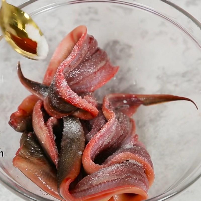 Bước 1 Sơ chế lươn sạch nhớt Lươn nướng Hàn Quốc