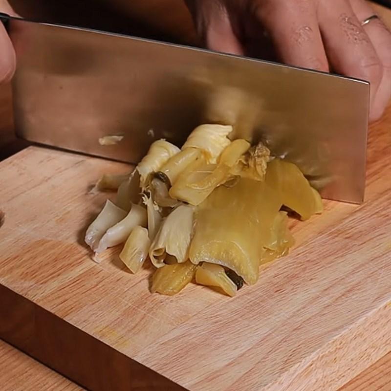 Bước 1 Sơ chế nguyên liệu Canh dưa chua thịt heo