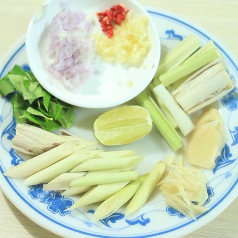 Bước 2 Sơ chế nguyên liệu khác Ốc bươu xào sả ớt kiểu Thái