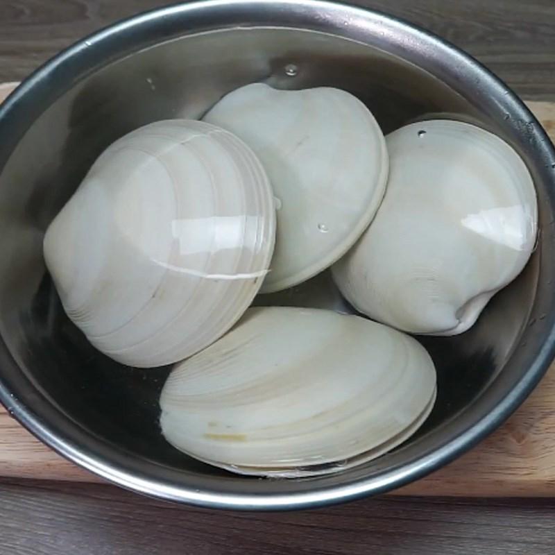 Bước 1 Sơ chế sò Sò bơ Mỹ nướng sốt pesto ngò