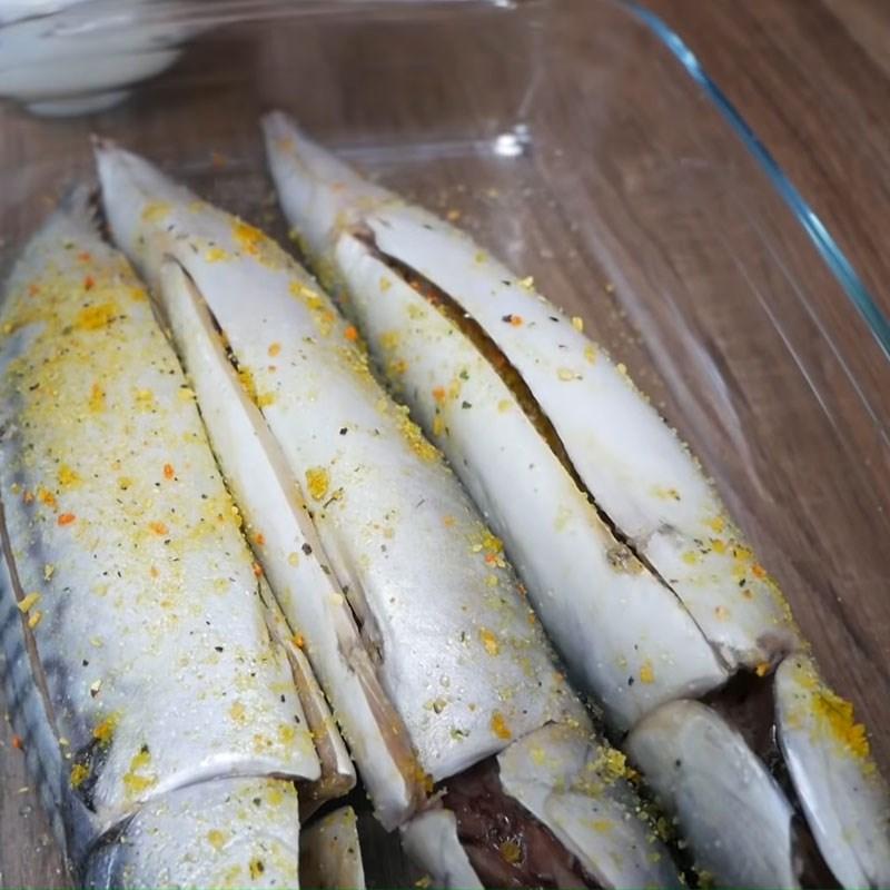Bước 1 Sơ chế và ướp cá nục Cá nục nướng mỡ hành