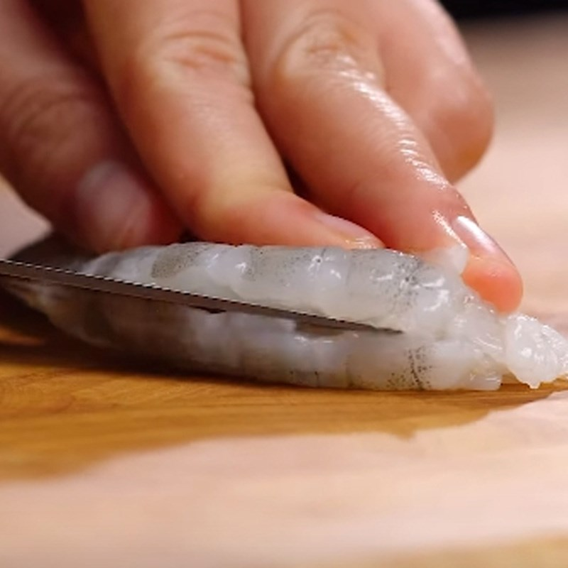Bước 1 Sơ chế và ướp hải sản Pizza hải sản phô mai