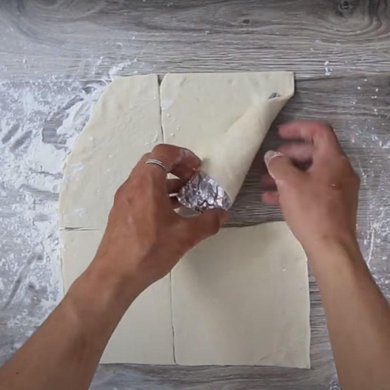 Bước 3 Tạo hình và nướng bánh Pizza ốc quế