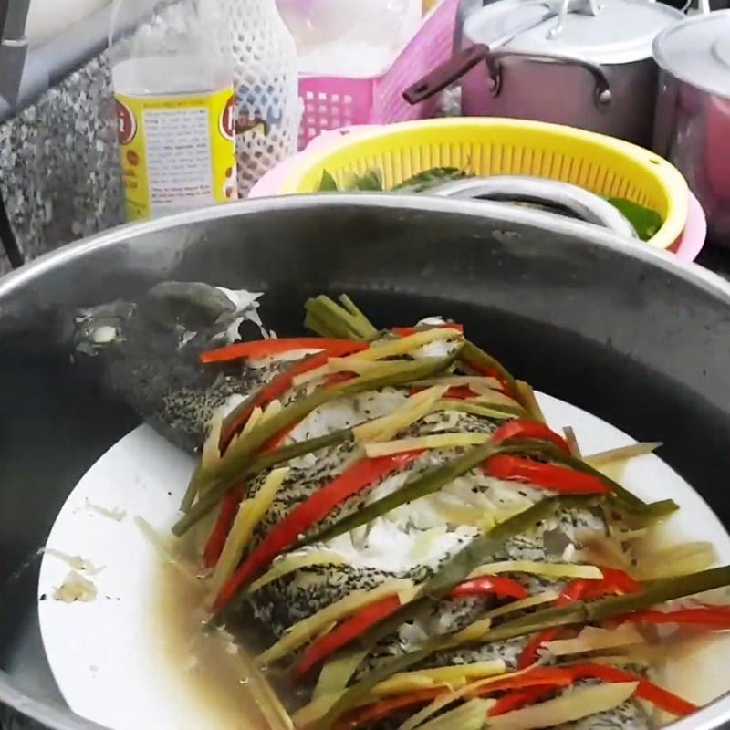 Bước 4 Tiến hành hấp cá Cá mú hấp xì dầu