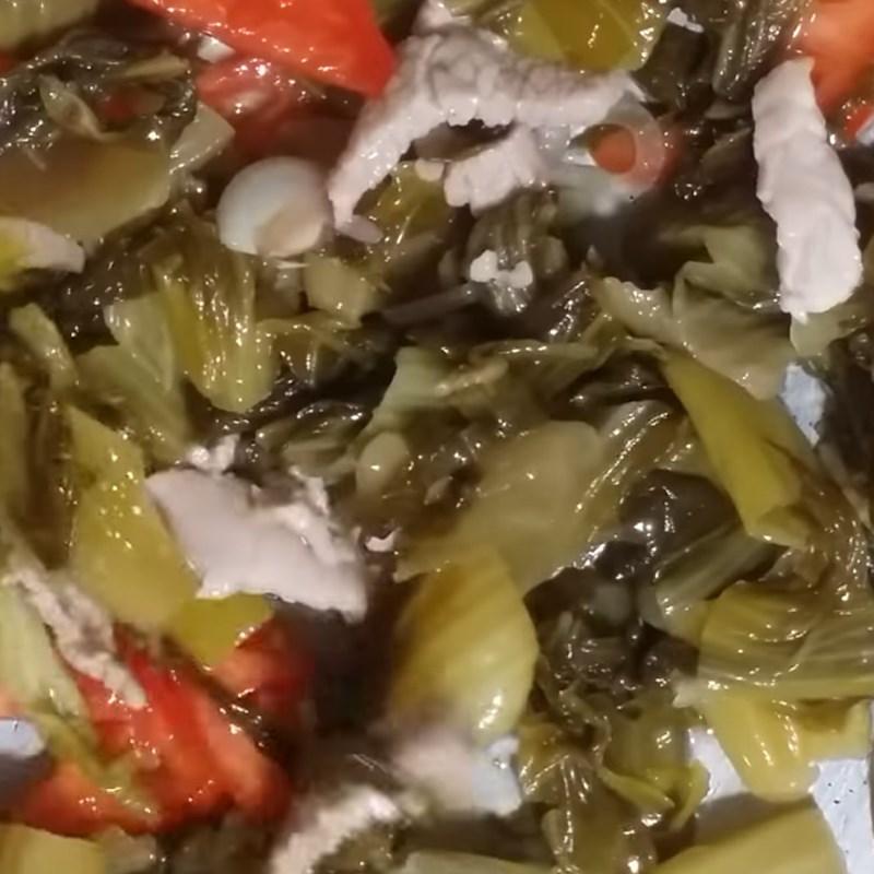 Bước 2 Xào nguyên liệu Canh dưa chua thịt heo