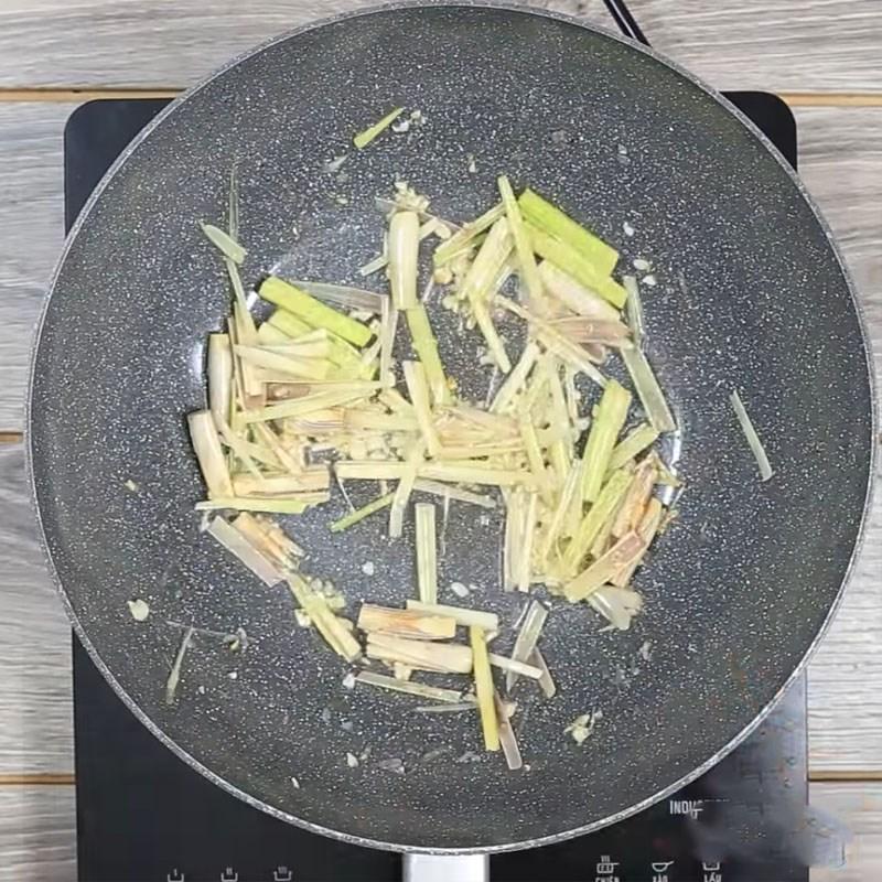 Bước 3 Xào ốc Ốc bươu xào sả ớt kiểu Thái