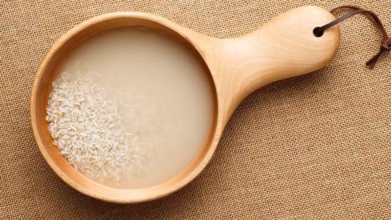 Dùng nước vo gạo để khử mùi tanh của cá
