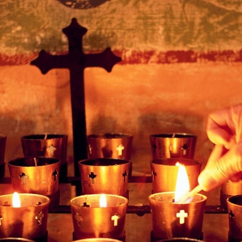 Tôn vinh và tưởng nhớ các vị thánh, người thân đã mất